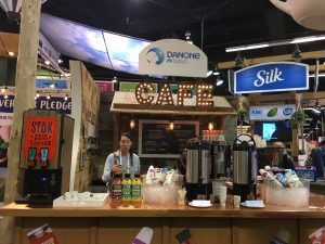engage tradeshow visitors